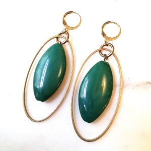 Boucles d'oreilles FRIDA perle calisson de couleur et son ovale et fermoir en laiton doré.