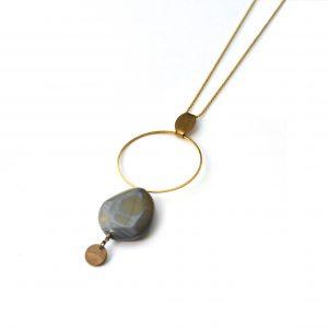 bijou fantaisie collier solis perle de verre et cercle en latotn doré patiné