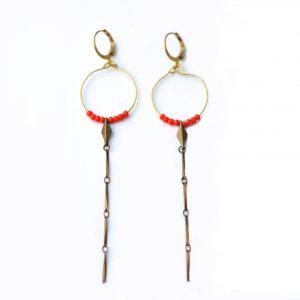 boucle d'oreilles de créateur en laiton doré et perles rouge