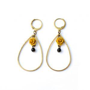 boucles d'oreilles fleur moutarde perle noire