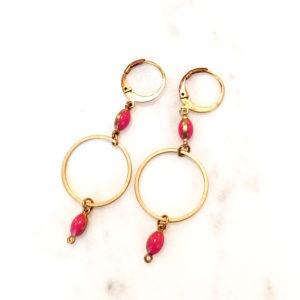 Boucles d'oreilles SOCRATE perles émaillées de couleur et ses deux anneaux en laiton . Fermoir laiton.