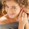Bague SVATI en laiton doré et sa perle en verre de couleur pastille dorée