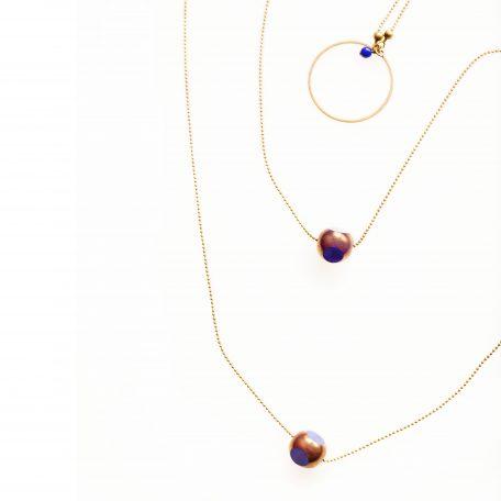 Collier TWIST double rang chaine fine et ses deux grosses perles facetées mordoré et de couleur . Existe en ciel, rouge, bleu nuit