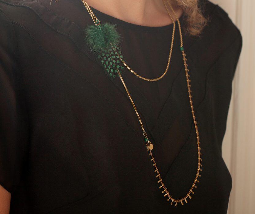 Collier plume KOCHI léger et aérien, multi chaine laiton et ses perles de couleur