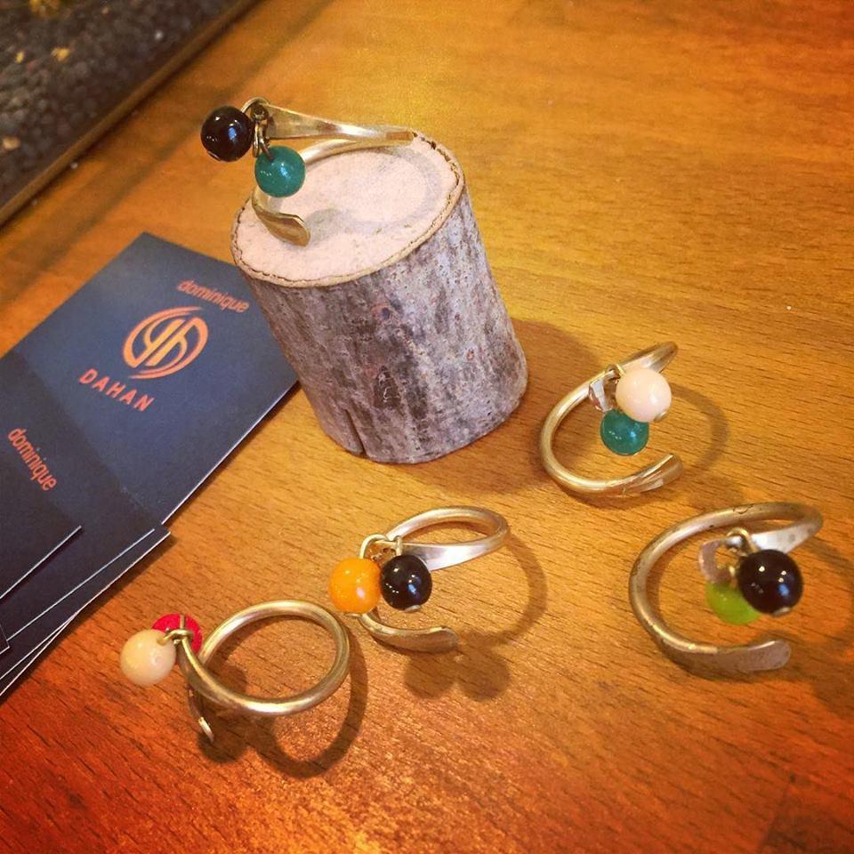 Nouvelle bague bicolore TOI ET MOI en laiton doré et perles rondes en verre de couleur. Série limitée. Bijoux créateurs