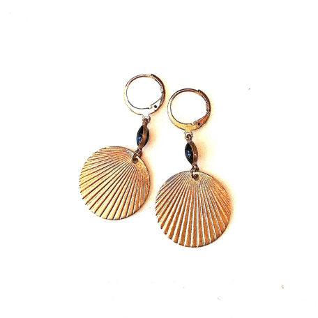 Boucles d'oreilles pastilles en laiton dorée et perle de verre émaillées de couleur