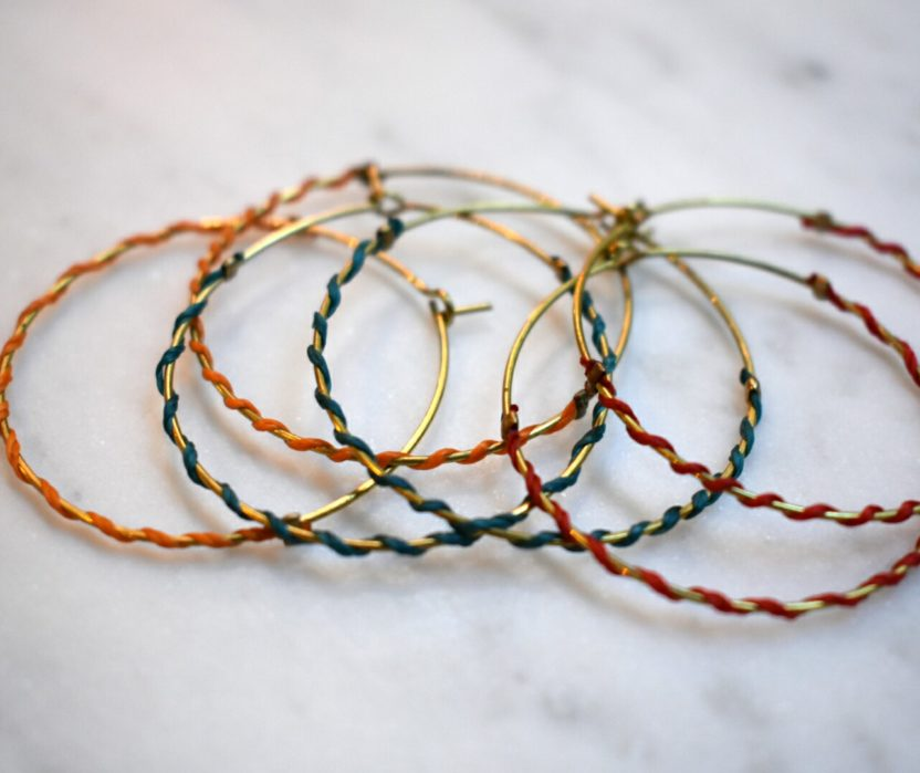 Créoles IRENEE cercle laiton doré et fil de couleur fermoir laiton